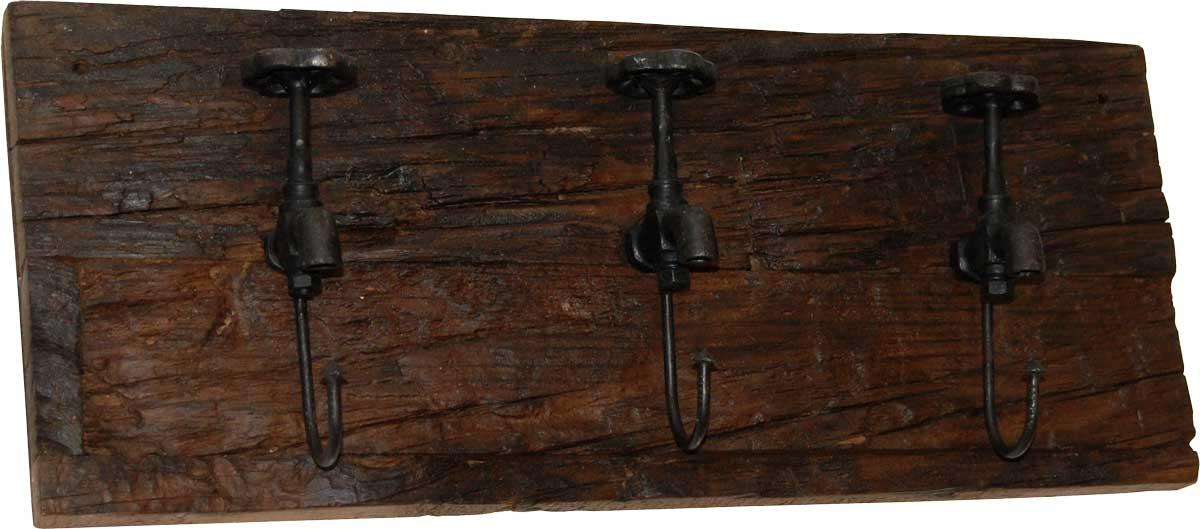TRADEMARK LIVING knagerkke - mrkt tr og jern m. patina, m. 3 kroge af gamle vandhaner