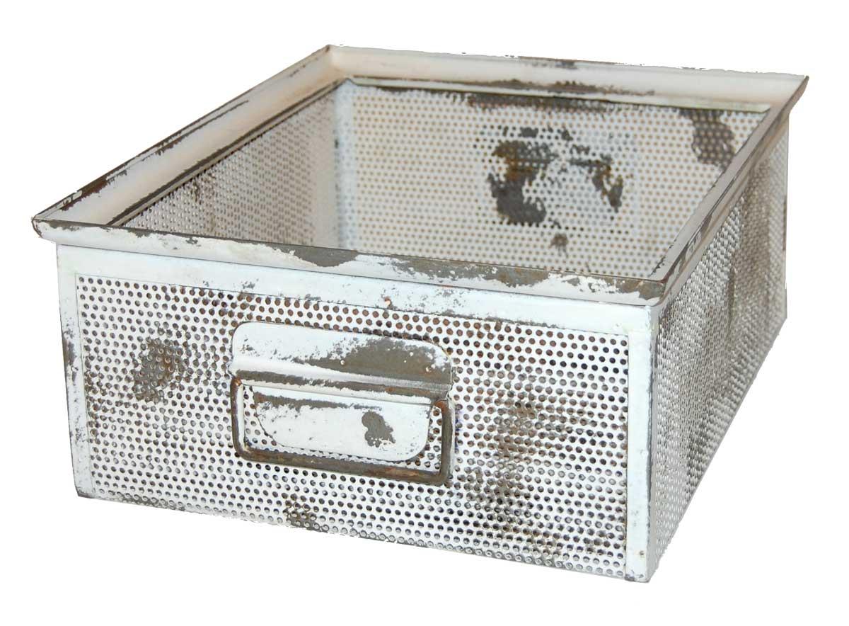 TRADEMARK LIVING kasse - antikhvid perforeret jern m. patina (30x37)