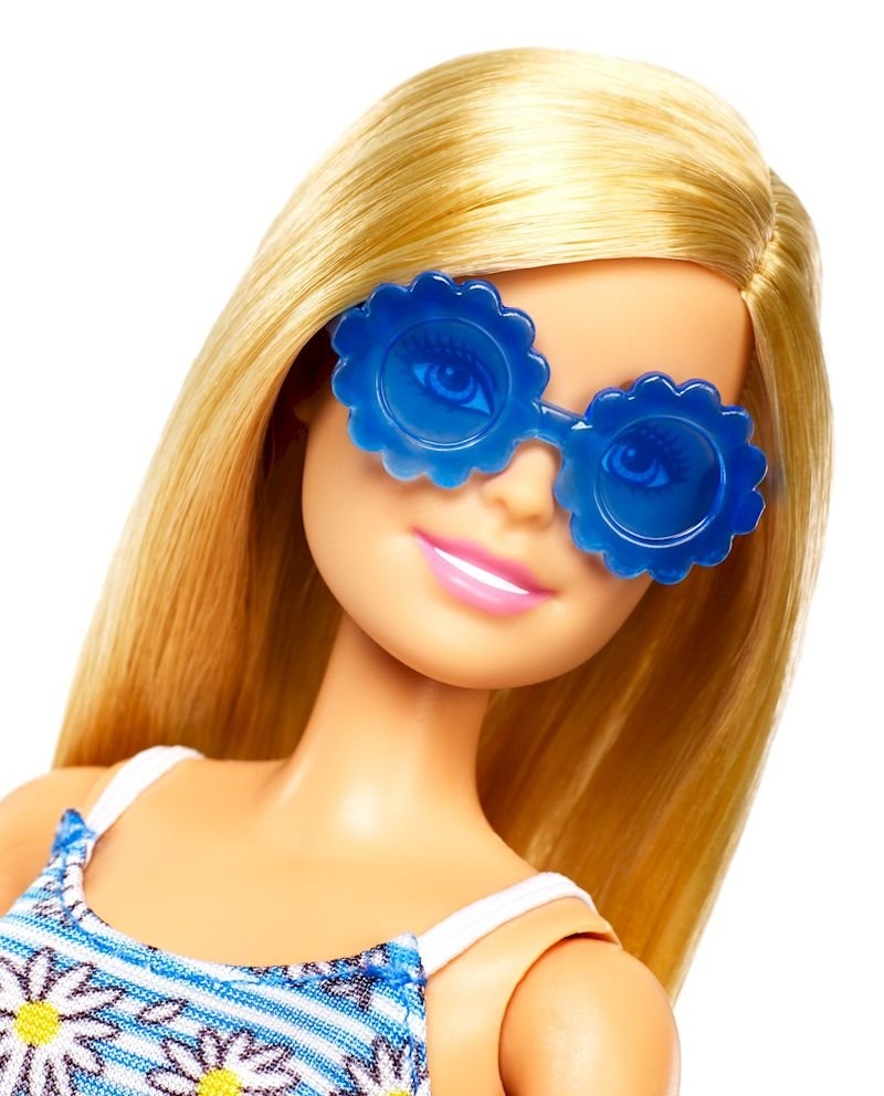 Barbie Dukke - Legesæt Med 4 Kjoler, 4 Sko, 4 Tasker Og Solbriller