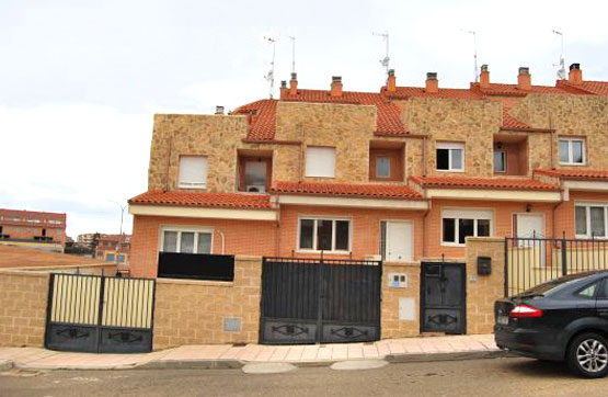 Chalet en venta en Calle VASCO DE GAMA 1 Nº1, Benavente