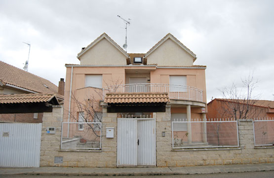 Chalet en venta en Calle EL GRECO (URB LAS DIBUJAS) 6, Benavente