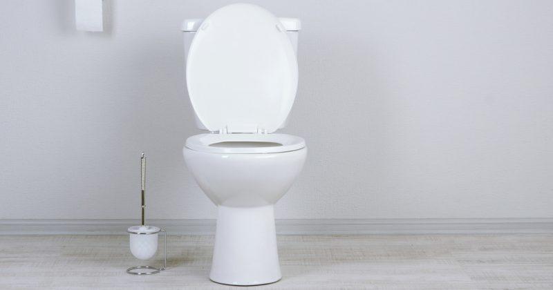 Is zittend plassen voor mannen beter?