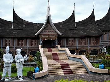 25 Things to Do in Padang, West Sumatra Indonesia – Islands – Landmarks – Food