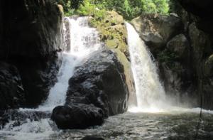 air-bunyi-waterfall-riau-islands