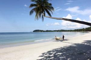 lagoi-beach-riau-islands