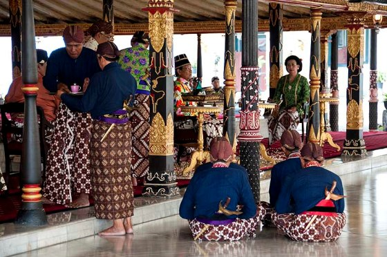 10 Top Things to Do in Yogyakarta Palace (Amazing Culture)