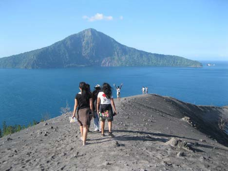 Krakatau Day Trip Tips for Backpacker – Accommodation – Checklists