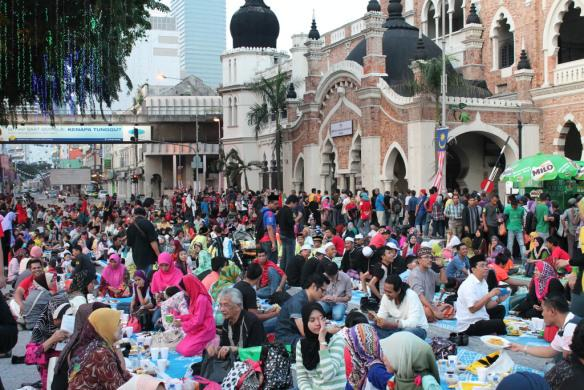 Ramadhan in Indonesia : What You Should Keep in Mind as Traveler
