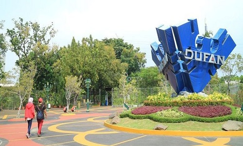 How to Get to Dunia Fantasi (Dufan) in Jakarta Pusat by Bus or Train