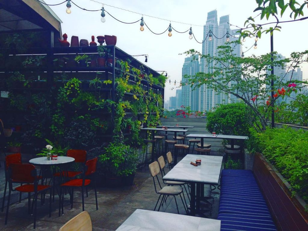 The Best Rooftop Bars and Sky Lounges in Jakarta : Seeing Jakarta from Different Angle