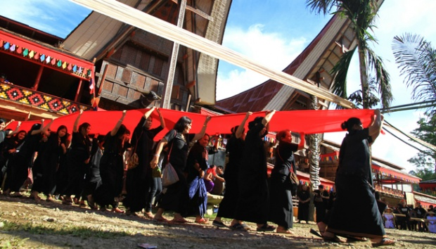 Unique funeral ceremony in Toraja