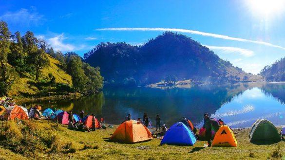 People camping at Dringo Lake, Banjarnegara