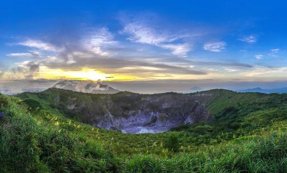 Mount Mahawu (Photo by @pegi_pegi)