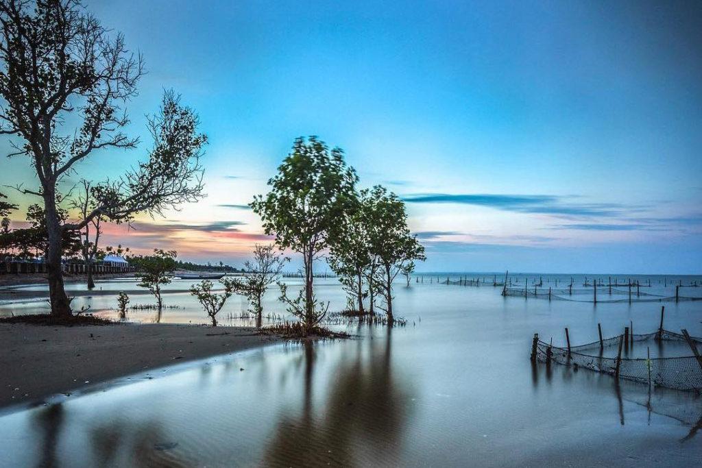 Amal Beach (Photo by Pesona Travel)