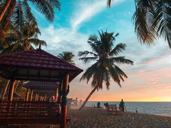 A picture of Lowita Beach by @flaspacker