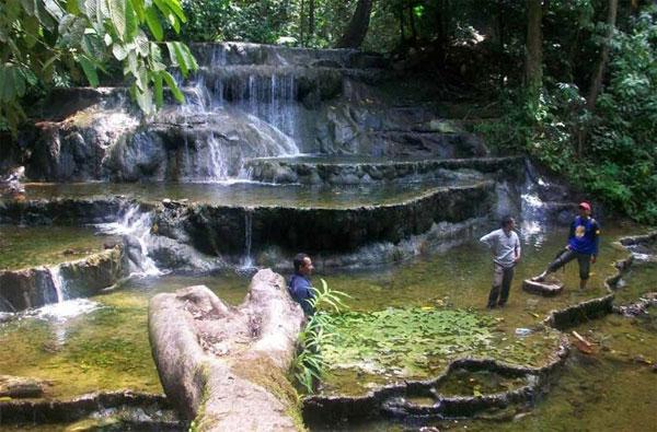 Sajau Hot Spring (Photo by jalanwisata.id)