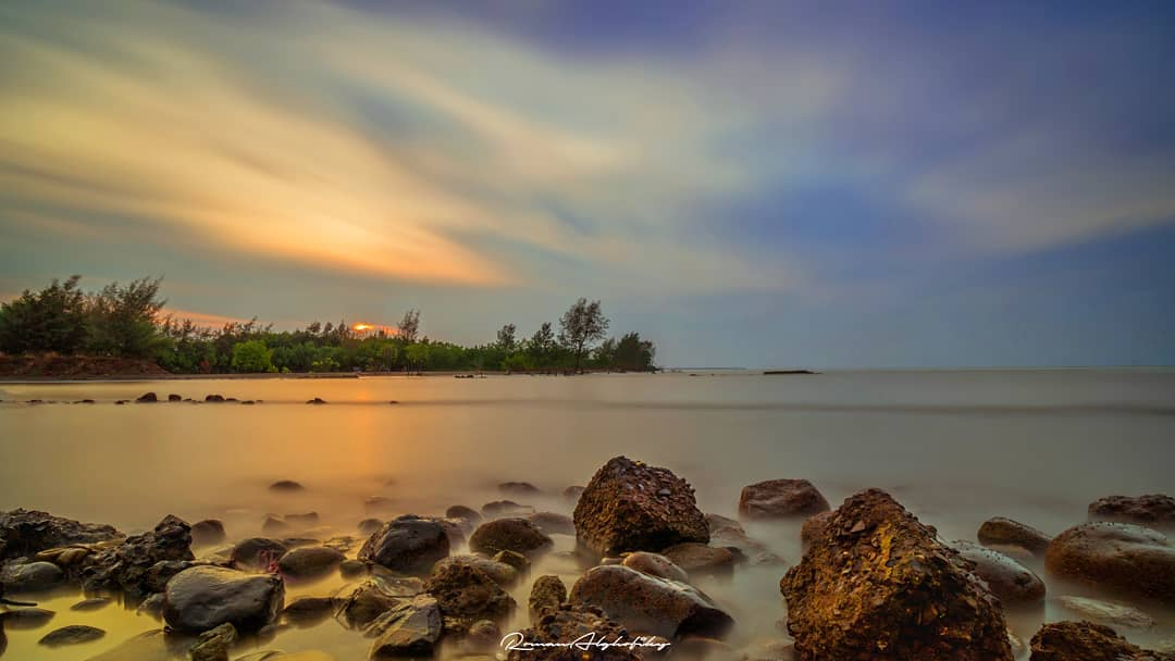 Blendung Beach (Photo by @romanalghofiky)