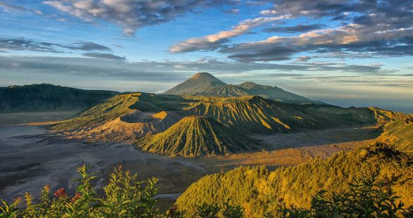 historical places in east java