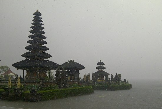 traveling tips in rainy season in indonesia