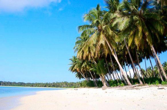 beaches in mentawai islands