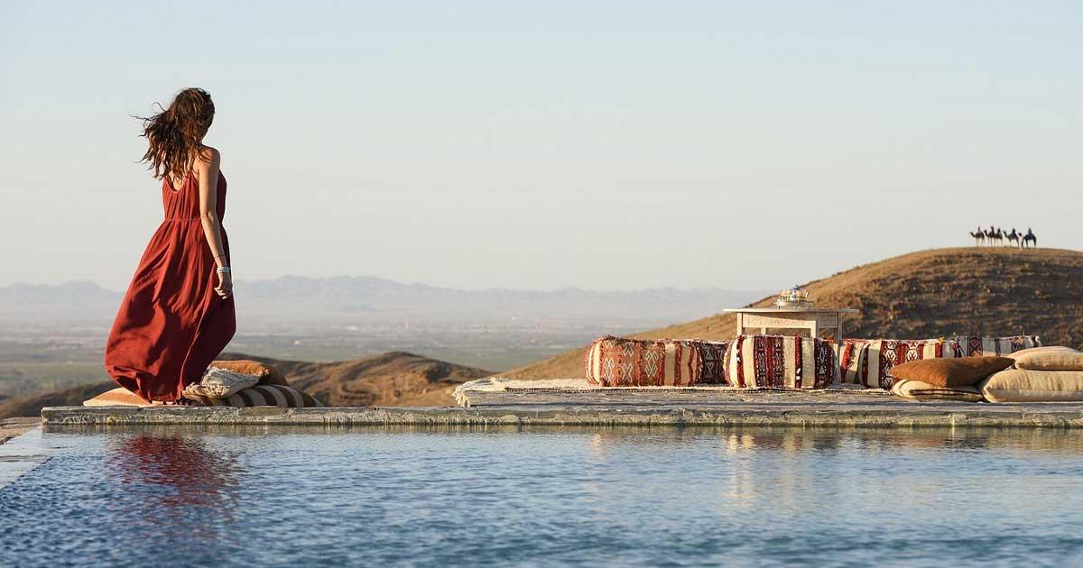 """Day Pass dans le désert d'Agafay - """"Déjeuner/dîner  +  Accès piscine"""""""