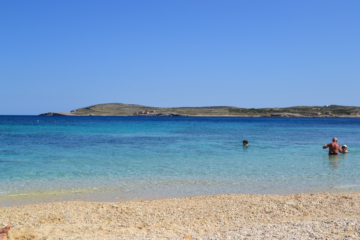 Hondoq Bay and Comino