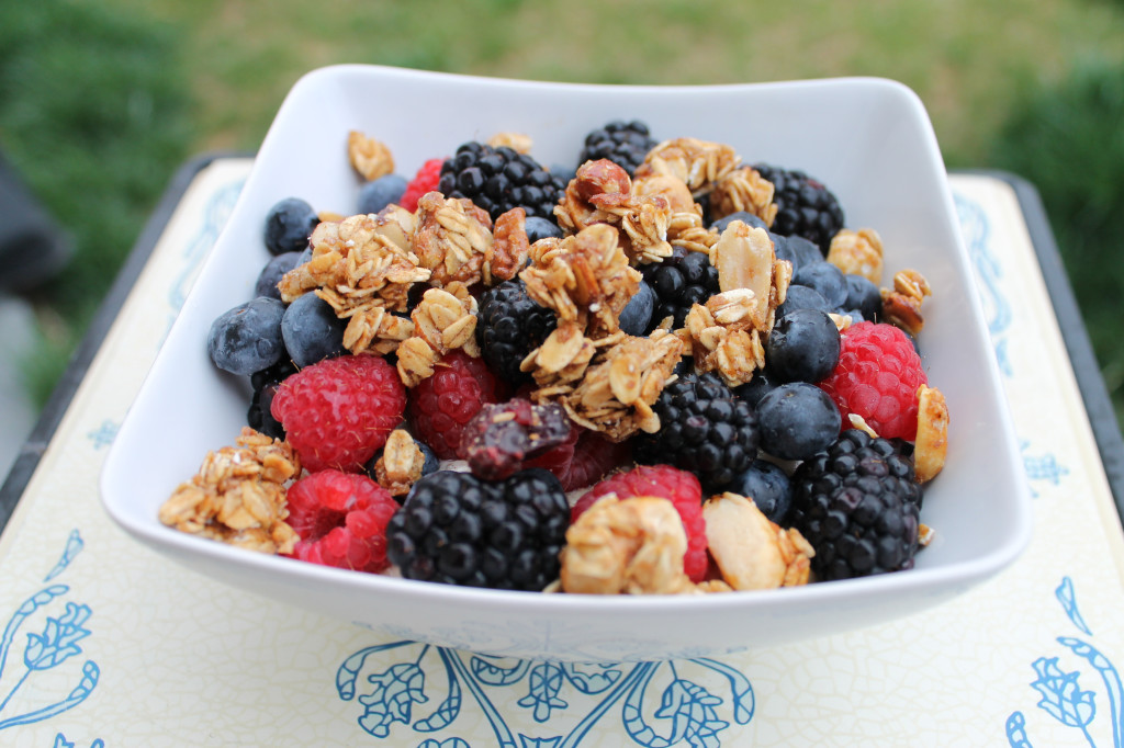 Fruit-Granola-Bowl