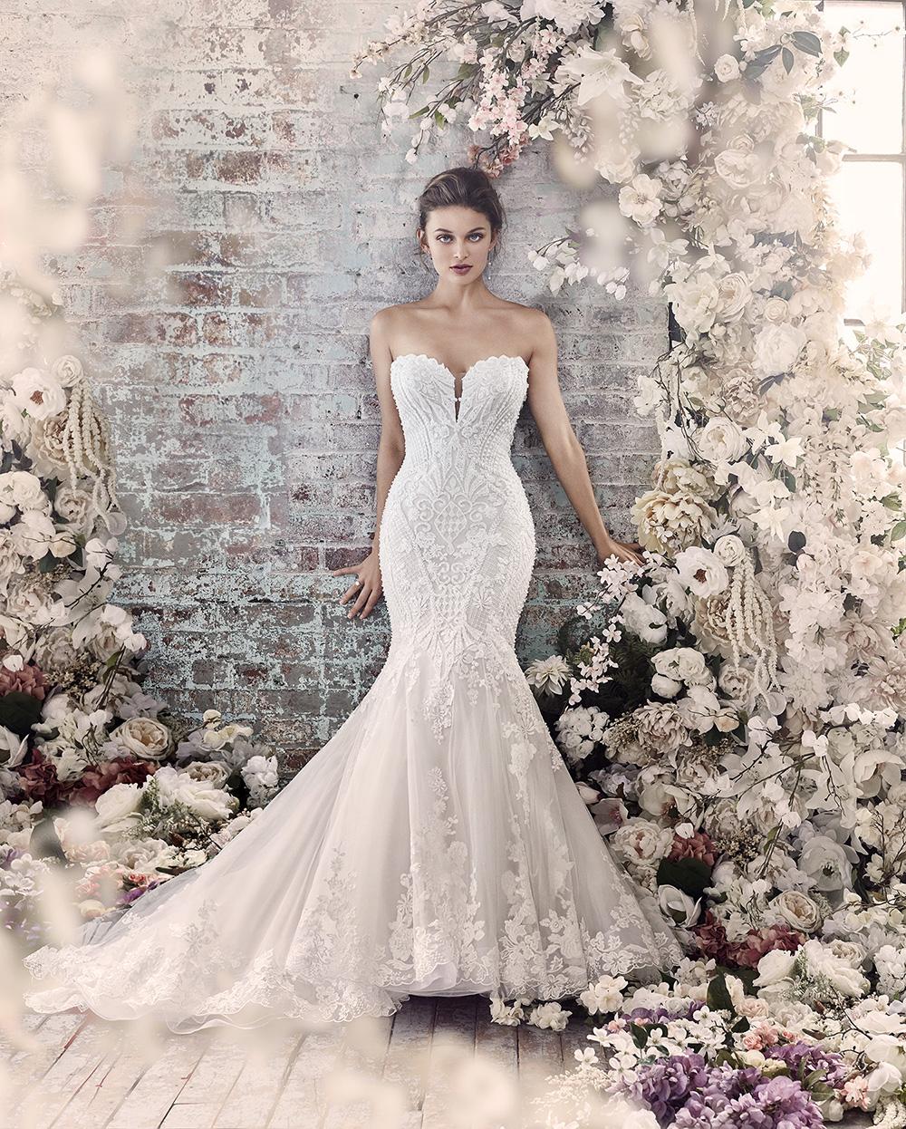 149bbecb Vi selger brudekjoler med alt av tilbehør. • Vi selger og leier ut  brudepikekjoler og tilbyr utleie av dåpskjoler. • Vi er også behjelpelige  med antrekk til ...