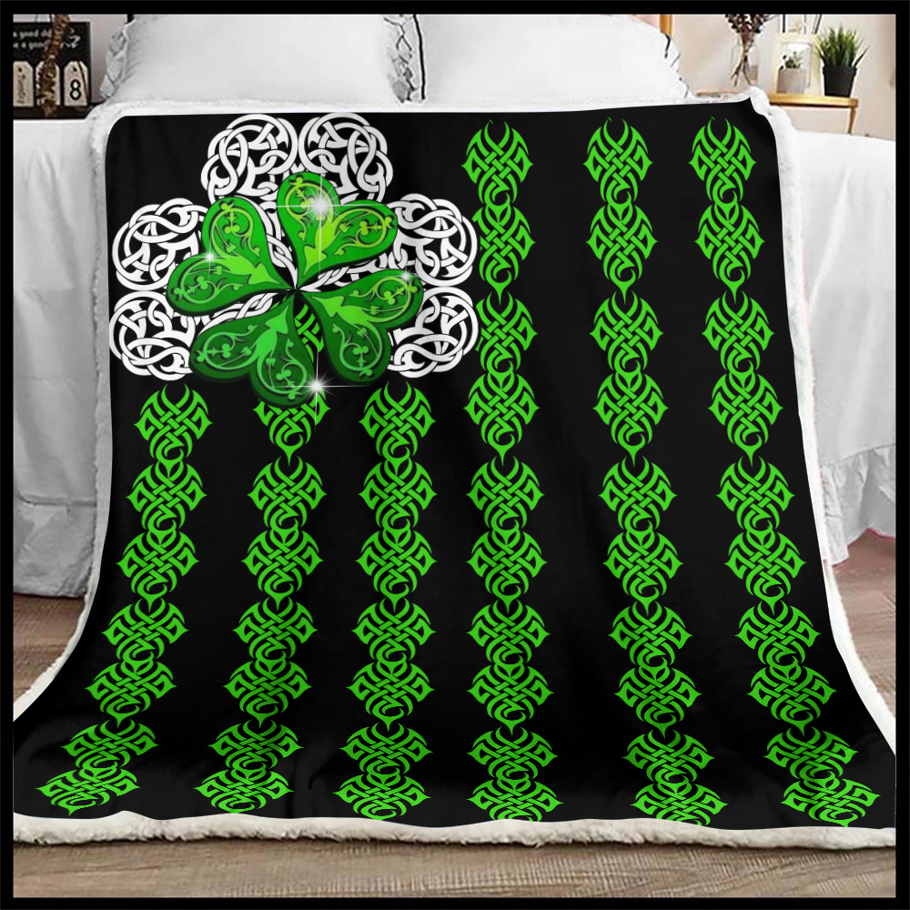 Personalized Lovely Fleece Throw Blanket St Patrick's Day Irish Clover Pattern 1 Lightweight Super Soft Cozy For Decorative Couch Sofa Bed
