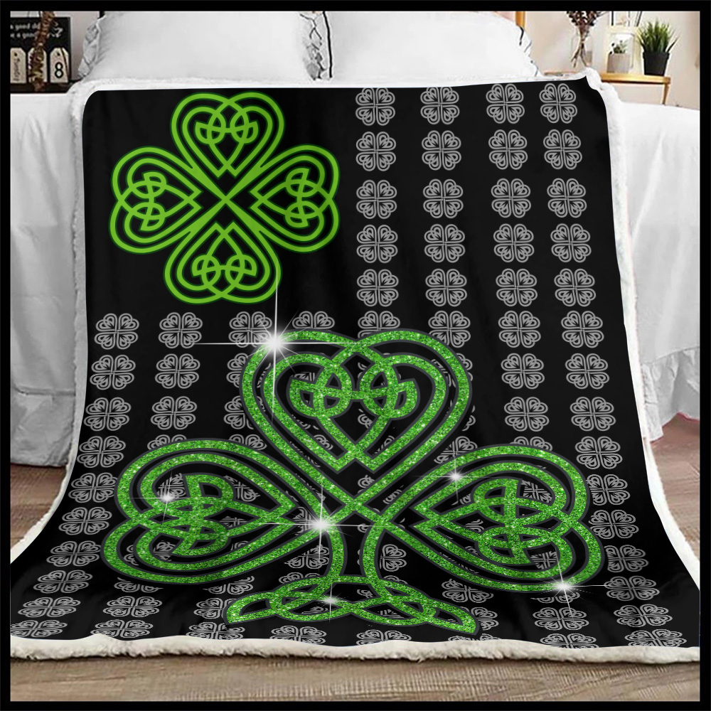 Personalized Lovely Fleece Throw Blanket St Patrick's Day Irish Clover Pattern 2 Lightweight Super Soft Cozy For Decorative Couch Sofa Bed