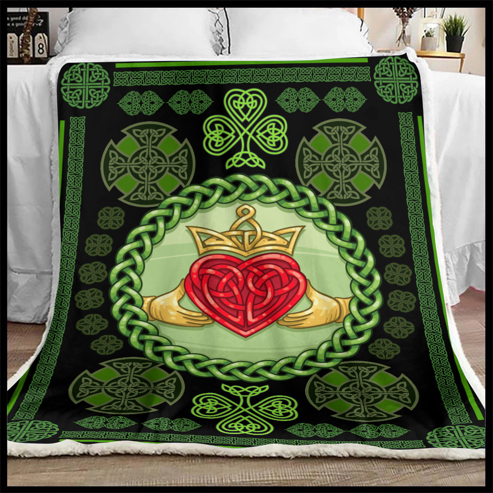 Personalized Lovely Fleece Throw Blanket St Patrick's Day Heart Of Irish Pattern 1 Lightweight Super Soft Cozy For Decorative Couch Sofa Bed