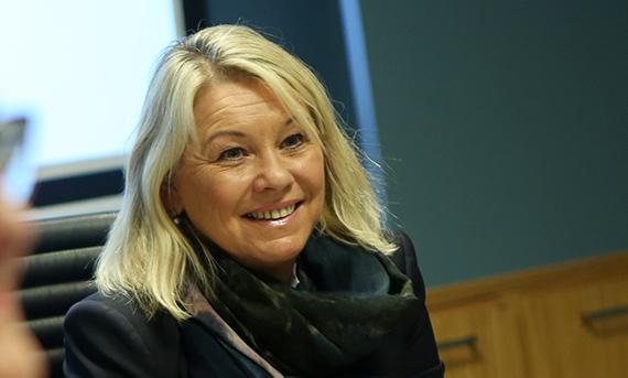 Anbud365: Monica Mæland inviterer til dialog – har du noe på hjertet om offentlige anskaffelser