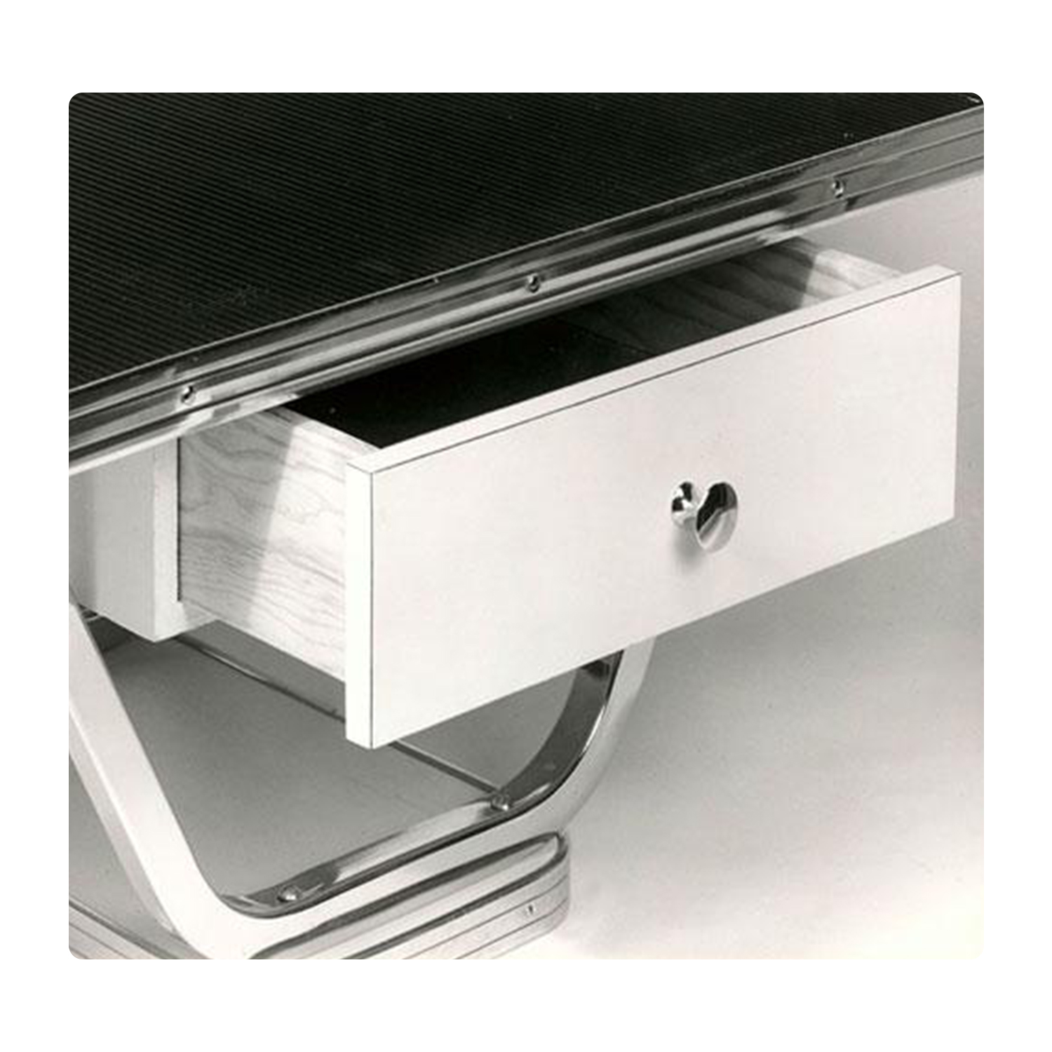 Hydraulic Grooming Table: Optional Utility Drawer