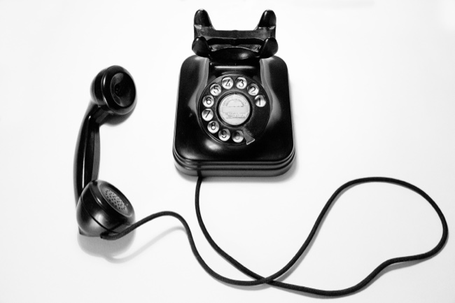 black retro dial telephone
