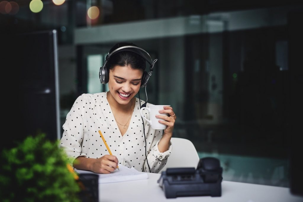Woman working as part of Lead qualification answering service taling to customer