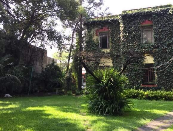 Casa antigua en venta con amplio jardin