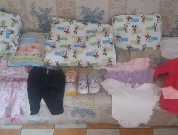 En venta, paquete de ropa y accesorios de bebe
