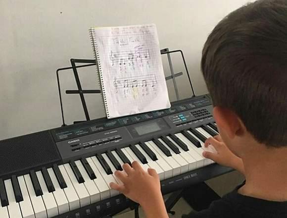 CLASES DE GUITARRA - PIANO PERSONALIZADAS