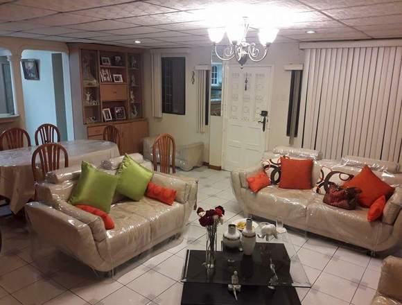 Se vende casa esquinera en la Alborada