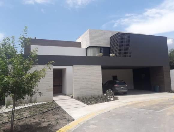 Casa con Alberca en carretera nacional