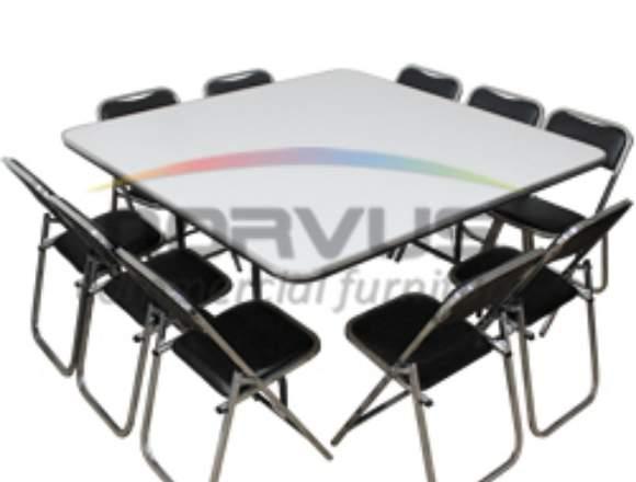 Mesas cuadradas y sillas banqueteras en venta