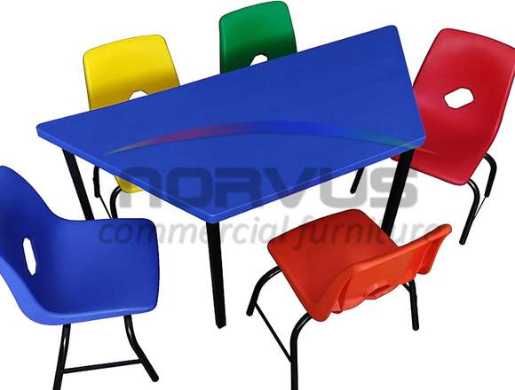 Mesas trapezoidales para actividades infantiles