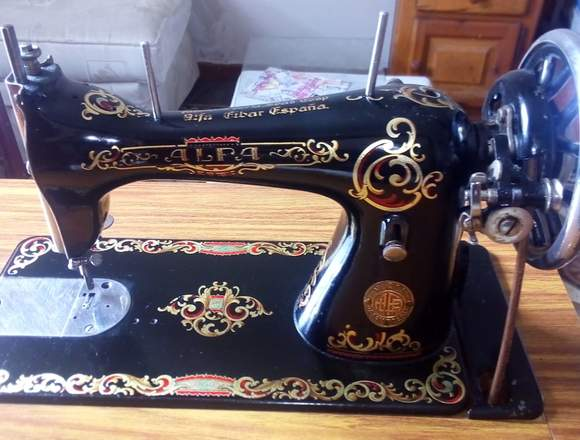 Maquina de coser antigua española