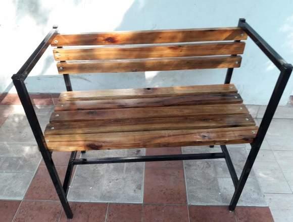 Sillon de madera y hierro