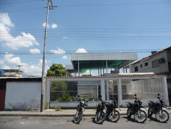 Vendo Cómoda  casa, Urbanización Piñonal, Maracay.