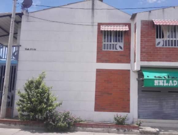 HERMOSA CASA ESQUINERA DE DOS PISOS
