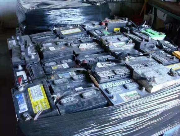 Se busca baterias desechables de carro