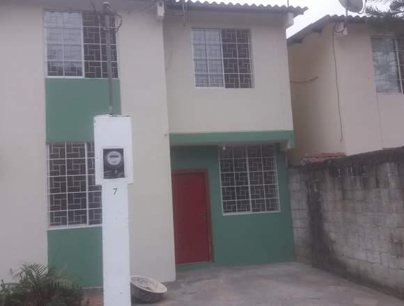 Alquilo casa 2 pisos en Urbanización privada