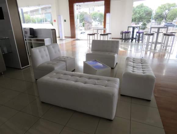 salas lounge con mesa de centro iluminada