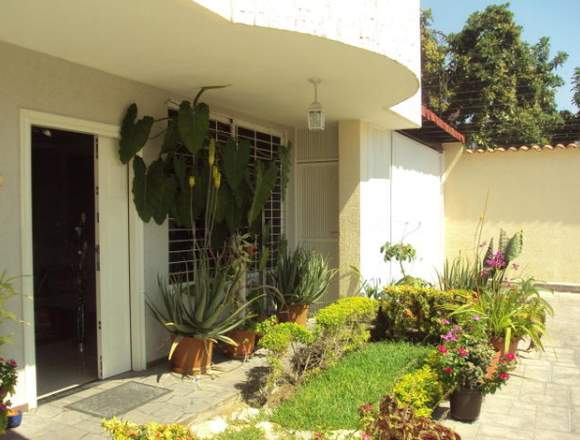 Bello Townhouse de 340mts2 en Maracay